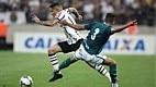 No segundo tempo, o Goiás fez 2 a 1 com o zagueiro Jackson, que ficou totalmente livre na área após a falha da defesa corintiana em fazer a linha de impedimento.