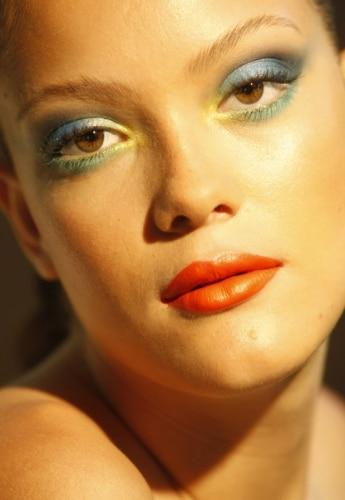 Saiba como aderir à onda color blocking na maquiagem
