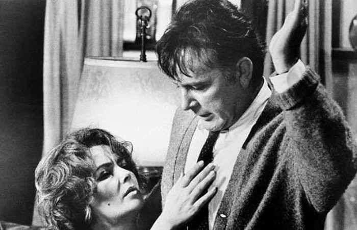 Elizabeth Taylor contracena com Richard Burton em 