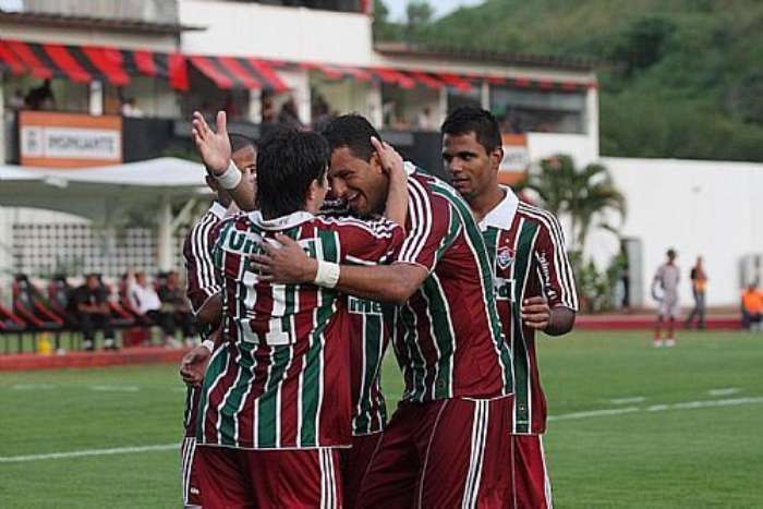 Concha, Washington e Fernando Bob comemoram o gol do Fluminense