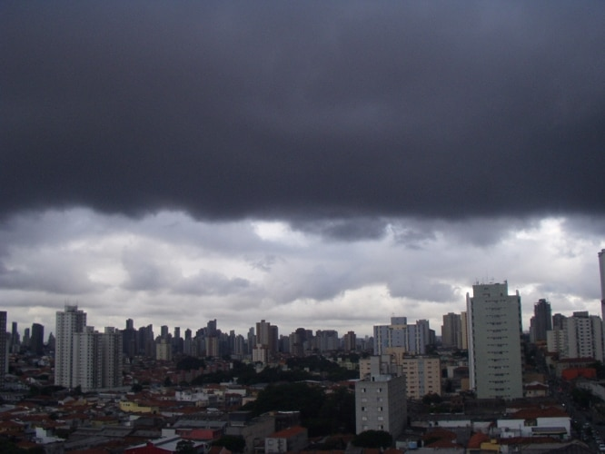 Chuva - Nuvens carregadas na regio da Mooca, SP.  21-01-2012