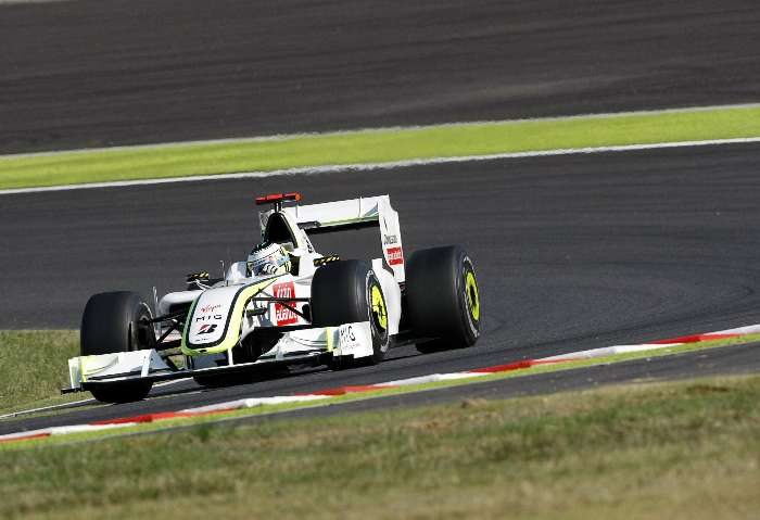 Jenson Button, da Brawn GP, contorna chicanes do circuito de Suzuka