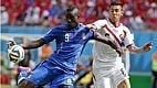 Ao fim do primeiro tempo, a é partida equilibrada, mas o placar reproduz a situação de jogo: a Costa Rica é mais eficiente nos ataques