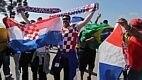 Torcedores croatas dividem espaço com brasileiros antes da abertura dos portões