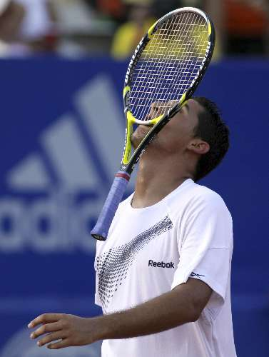 Nicolas Almagro lamenta ponto perdido em jogo no Mxico