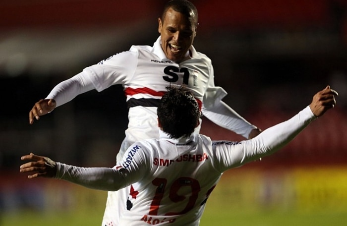 Após primeiro tempo morno, São Paulo acorda e faz 5 a 1 no Vasco