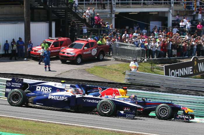 Barrichello toma volta de Vettel no GP do Brasil