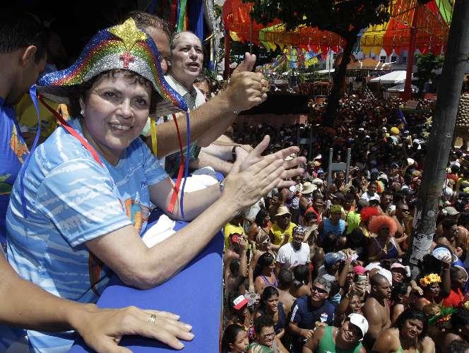 Dilma no desfile Galo da Madrugada, em Recife, 13/02