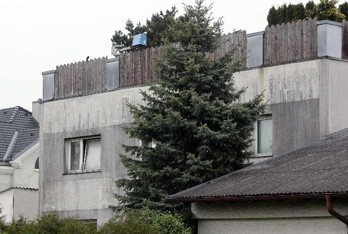 В подвале этого дома Фритцль держал дочь и троих ее детей. Фото АР.