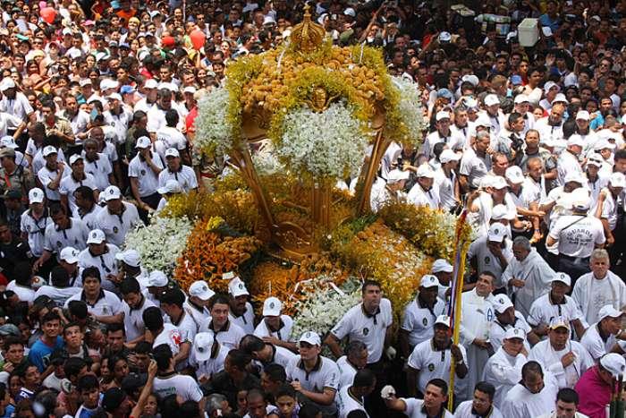 Cerca de 2 milhões de pessoas participaram do Círio de Nossa Senhora de Nazaré em Belém do Pará