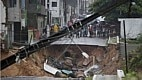 Enchentes provocam estragos em Natal e ruas ficam destruídas após dois dias de chuva. A situação preocupação nas autoridades e famílias são removidas das áreas de risco