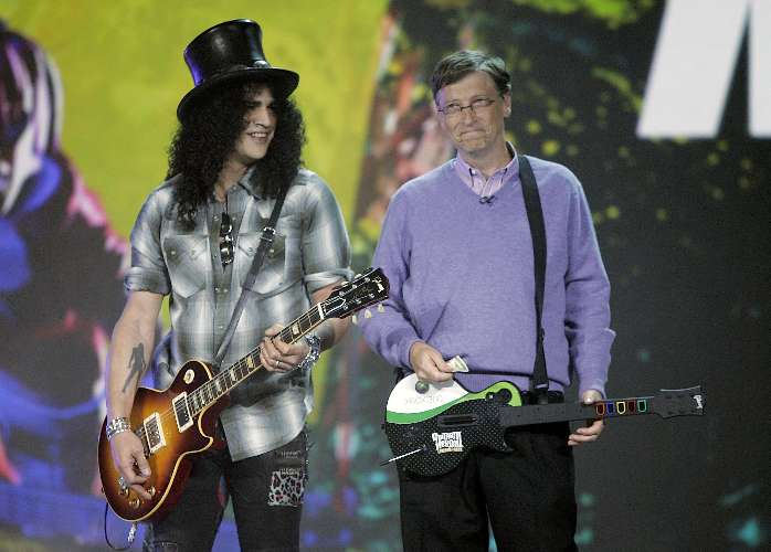 Bill Gates toca com Slash