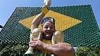 O público pediu ao técnico Felipão para que libere a entrada dos torcedores durante os treinamentos da equipe