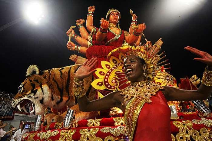 Com a Índia como samba-enredo, Pérola Negra trouxe para o Anhembi cores fortes e deuses indianos