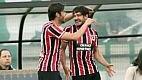 A saída de Valdivia fez o Palmeiras perder o meio-campo e o São Paulo aproveitou até Pato marcar em saída errada de Fábio