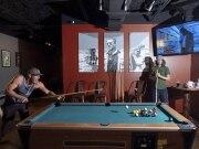 Do cinema ao balcão: bares inspirados em filmes se espalham pelos EUA
