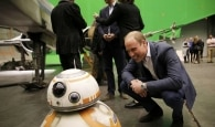 Príncipes Harry e William visitaram set de 'Star Wars' em 2016