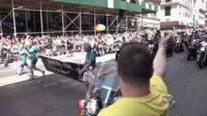 Parada Gay em Nova York tem protesto contra Trump