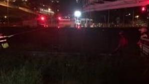 Bombeiros resgatam homem que caiu no Rio...