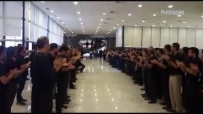 Servidores do Banco Central fazem protesto antes...