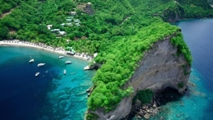 No Caribe, Santa Lúcia preserva discreta exuberância
