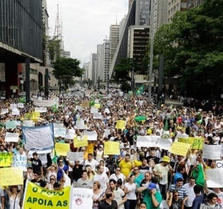 Ato por impeachment de Dilma reúne 2,5 mil em São Paulo