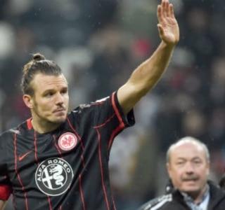 Meier faz 3 e Eintracht bate Wolfsburg de virada no Alemão