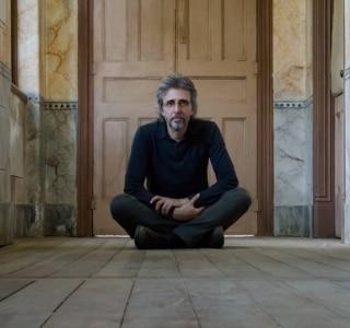 Vitor Ramil faz show de lançamento do poético disco 'Campos Neutrais' em SP