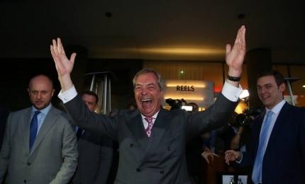 Reino Unido decide abandonar União Europeia; premiê renuncia