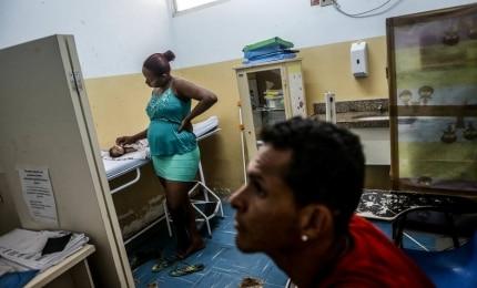 'Quando a vi, segurei o choro', diz pai de bebê com microcefalia