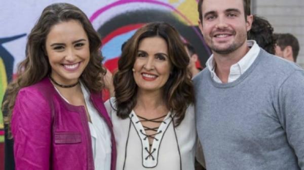 Fátima faz 'cobrança' ao vivo para Max Fercondini pedir noiva em casamento