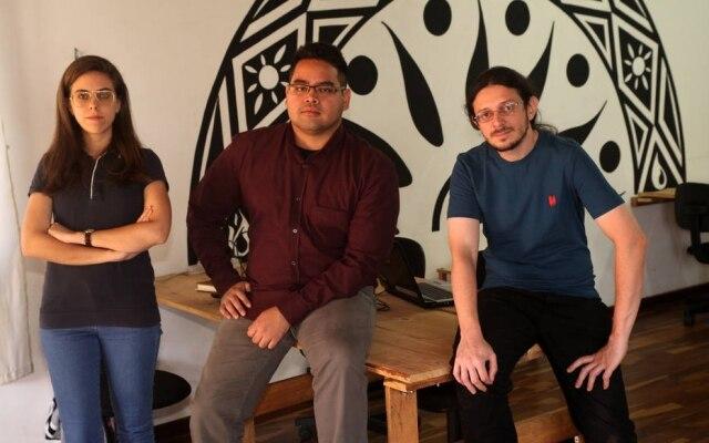 Patrick Shinzato (ao centro), ao lado dos parceiros Daniela Ridel e Luis Alberto Rosero na startup 3D Soft: pioneiros no Brasil