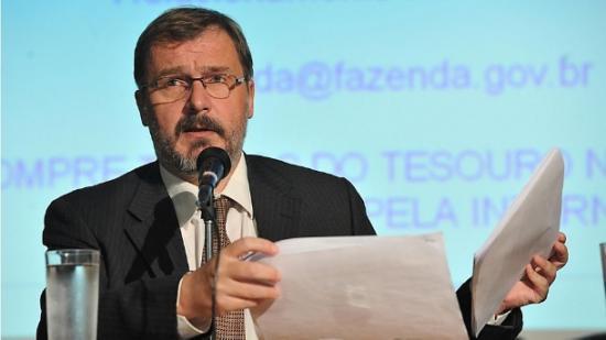 Arno Augustin: queda de braço com o governo do Paraná