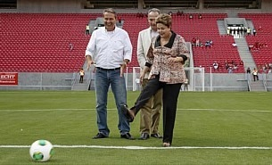 Dilma inaugura est&aacute;dio