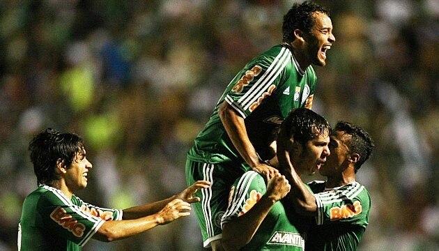 Kleber comemora o gol do Palmeiras