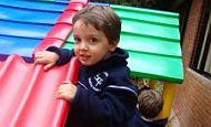 'Consigo subir sozinho…' – Rafael, 3 anos