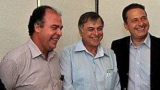 Fernando Bezerra (à esq.), Paulo Roberto Costa e Eduardo Campos em ato público, em 2010 - Inês Campelo/D.A Press