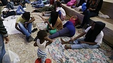 Imigrantes vivem em barracos na Itália - Arquivo/AP