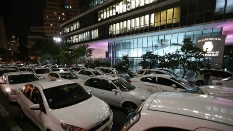 'Colocar fogo em cada carro preto' é ordem em grupo de taxistas - JF DIÓRIO/ESTADÃO