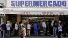 Medida reduz de forma drástica o poder de compra - Marcelo Bello/Reuters
