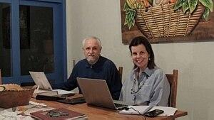 O casal Elisabete Junqueira e Jorge Luiz de Souza, criadores do site 'Avosidade' - Divulgação