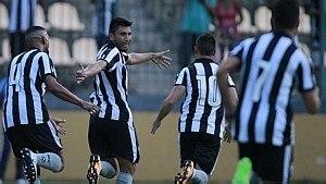 Botafogo ganha do Macaé no Campeonato Carioca - Vitor Silva/SS Press