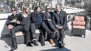 Quinteto. Dave Grohl estab