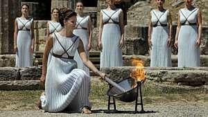 Guardiões não deixam o fogo olímpico se apagar - Yanis Behrakis/Reuters