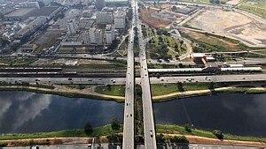 Ponte do Jaguaré, na zona oeste de São Paulo - HÉLVIO ROMERO/ESTADÃO