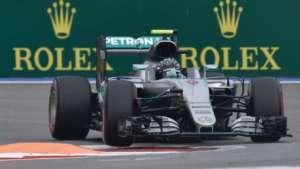Nico Rosberg faz a pole e vê Hamilton ter problemas e ficar em 10º - Yuri Kabodnov/AFP