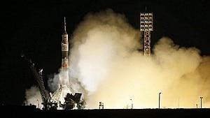 Nave Soyuz é lançada rumo à Estação Espacial Internacional; veja fotos - EFE