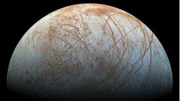 Nasa detecta possíveis emissões de vapor em lua Europa de Júpiter