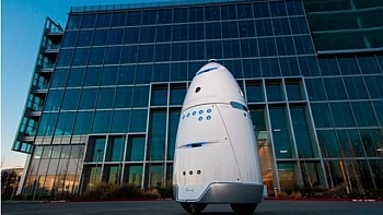 Robô autônomo da Star Knightscope foi criado ajudar no patrulhamento de estacionamentos, arenas esportivas e empresas. Foto: Starknightscope