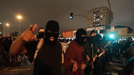Governo vai ouvir entidades antes de regulamentar lei antimáscaras em SP - Evelson de Freitas/Estadão